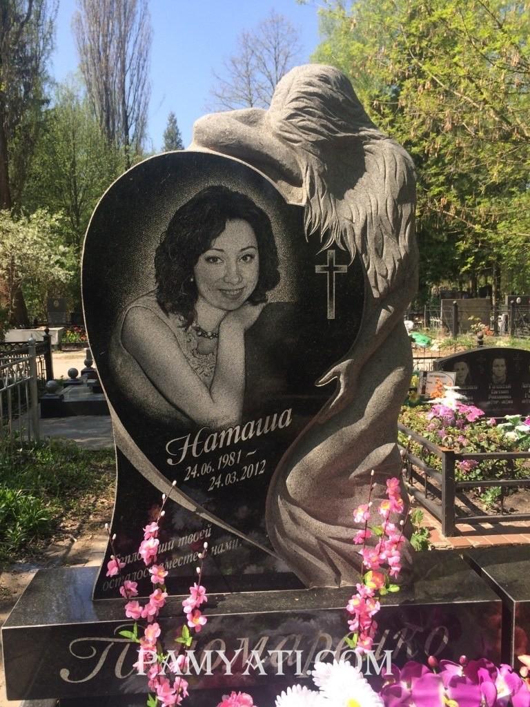 Элитный памятник девушка и сердце